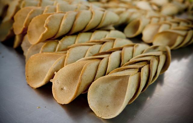 Štramberské uši, pekárna U Káči, Štramberk --- Stramberk Ears, bakery, Stramberk, production