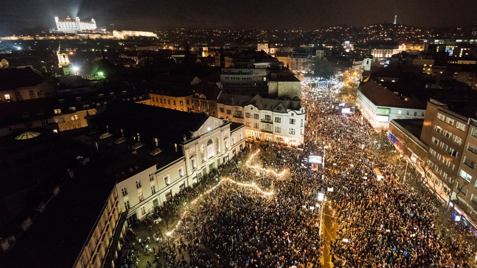 546355a66 Bratislava, Slovakia – 'For a Decent Slovakia' (Za slusne Slovensko) plans  to resume protests and gatherings following the report of the investigation  of ...