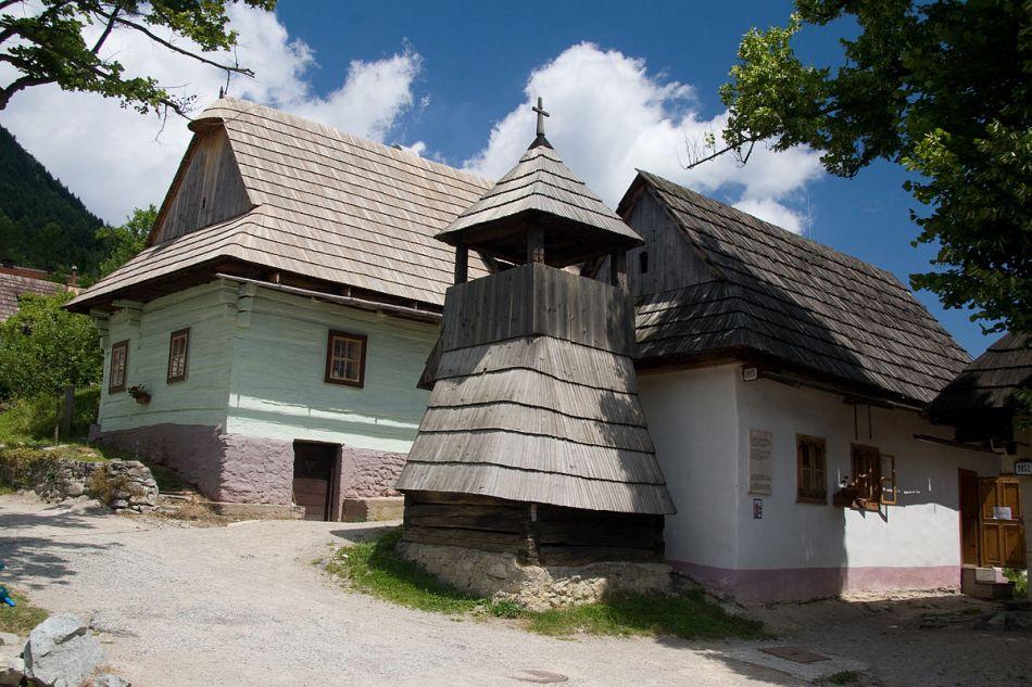 1200px-Vlkolínec,_Slovakia_006.jpg