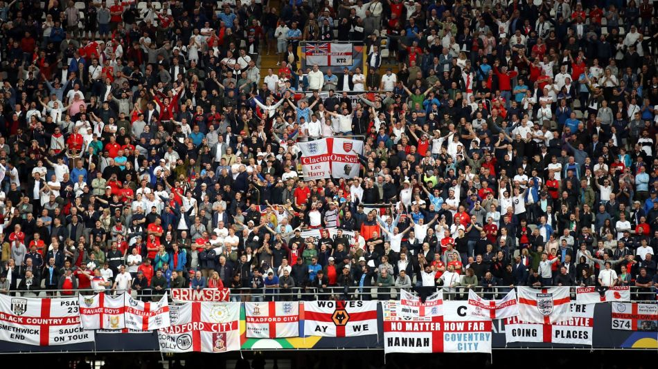 england-fans-prague-euro-2