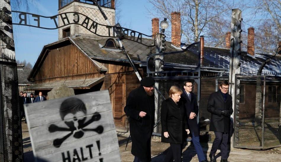 Auschwitz-Museum-Tourism-Merkel